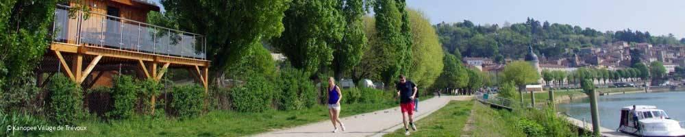 Randonnée à pied le long de la Saône depuis le camping Kanopee Village de Trevoux