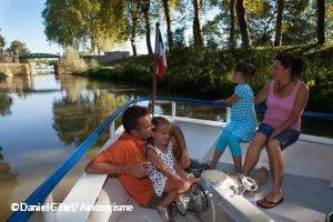 Cruising along the river in Pont-de-Vaux