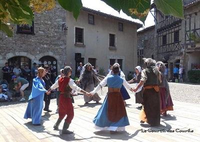 Courtil des courils à la fete medievale de Perouges