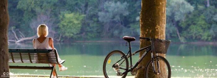 Pause détente en bords de Saone, chemin de halage, voie bleue, à vélo à Montmerle
