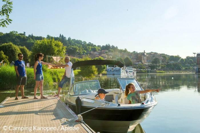 Balade, croisière en bateau près du camping Kanopee Village de Trevoux
