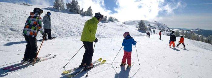 ski de descente avec enfants à Monts Jura