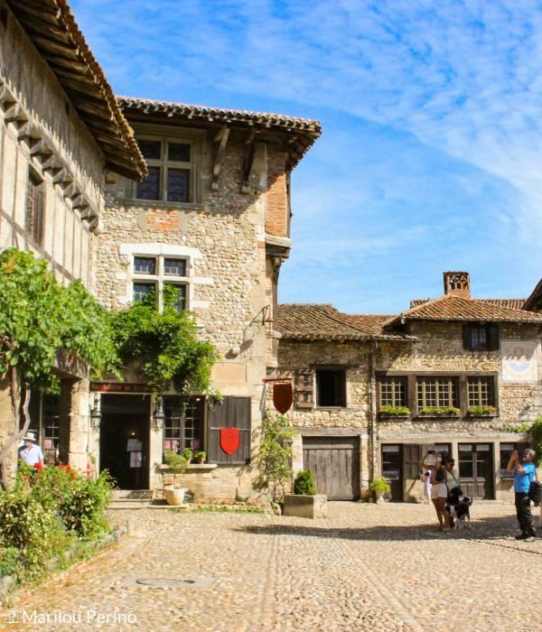 La cité médiévale de Pérouges, un bucolique saut dans le temps