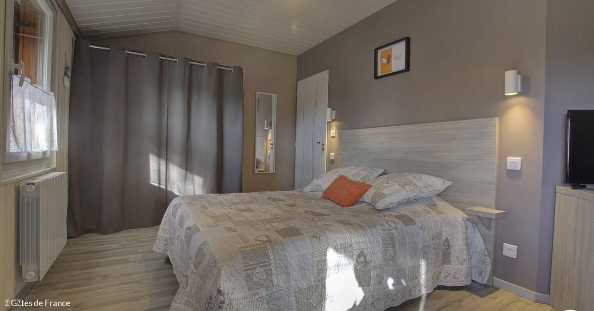 chambres d 39 h tes au petit bonheur 01430 saint martin du. Black Bedroom Furniture Sets. Home Design Ideas